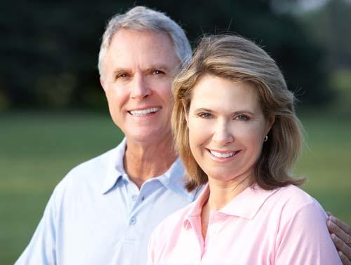 Người già có cấy ghép implant được không ?