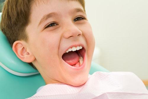 Viêm chân răng gây chảy máu răng ở trẻ em